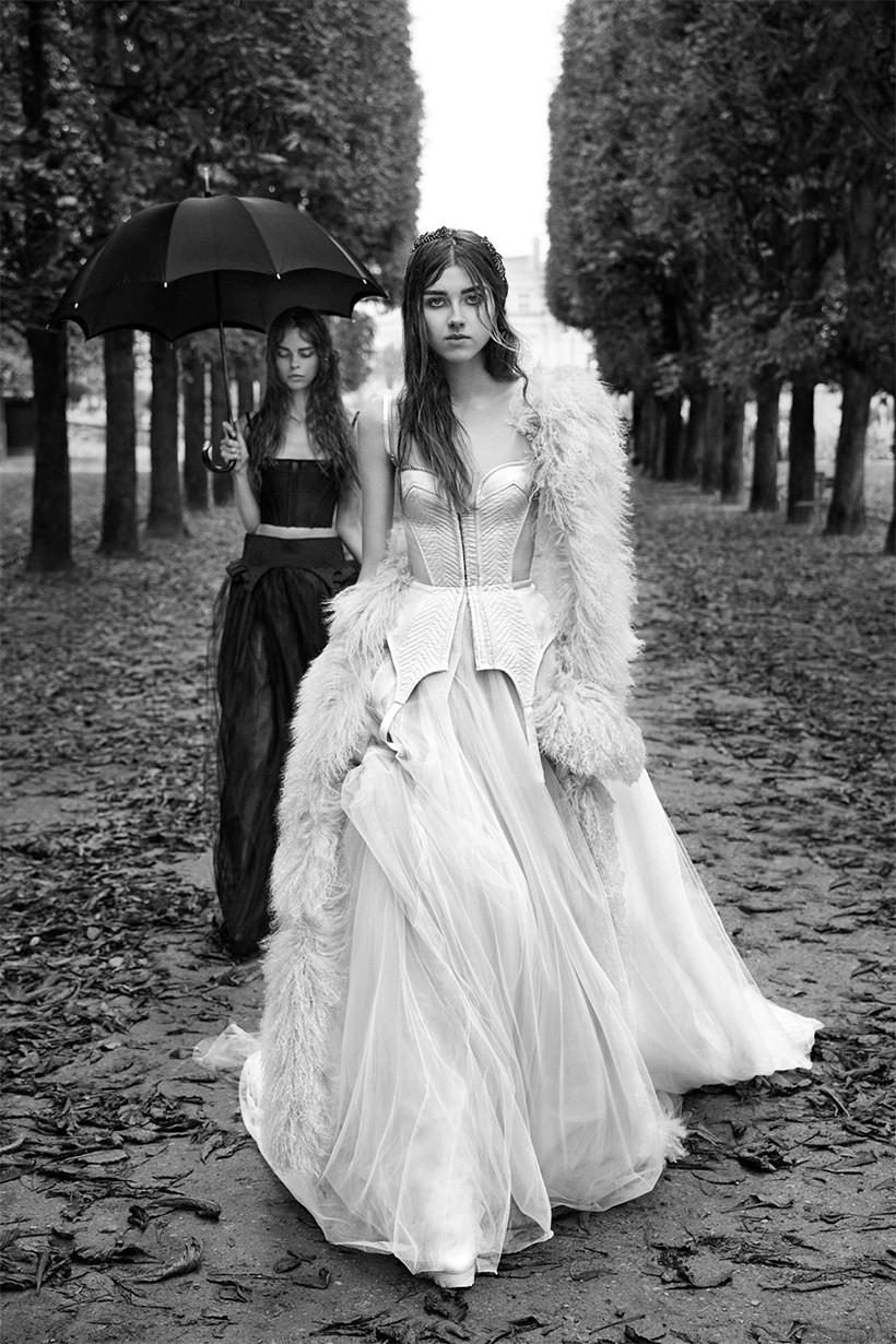 新娘子後的伴娘裙亦充滿著時尚神秘的感覺